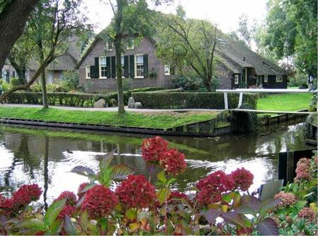 آشنایی با دهکده Giethoorn معروف به ونیز هلند