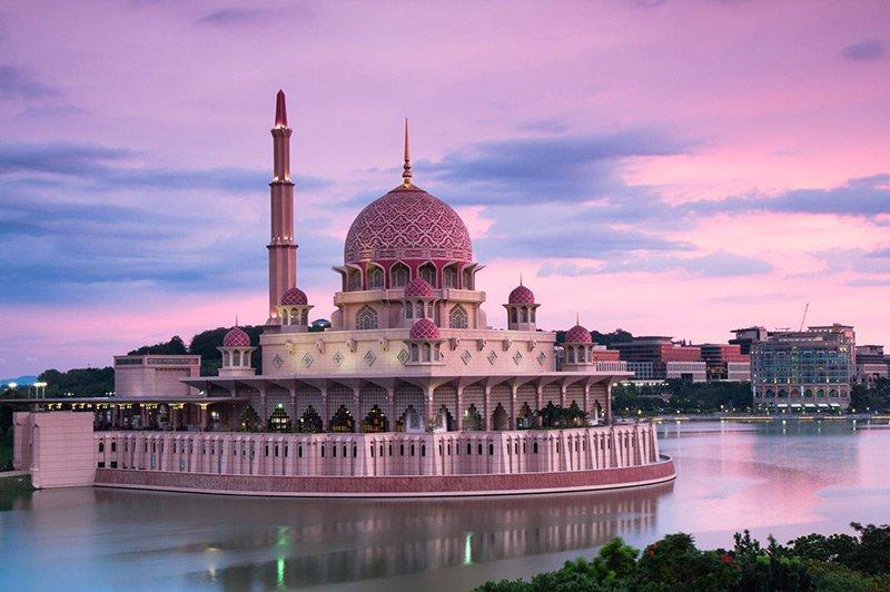 مسجد صورتی رنگ پوترا در مالزی