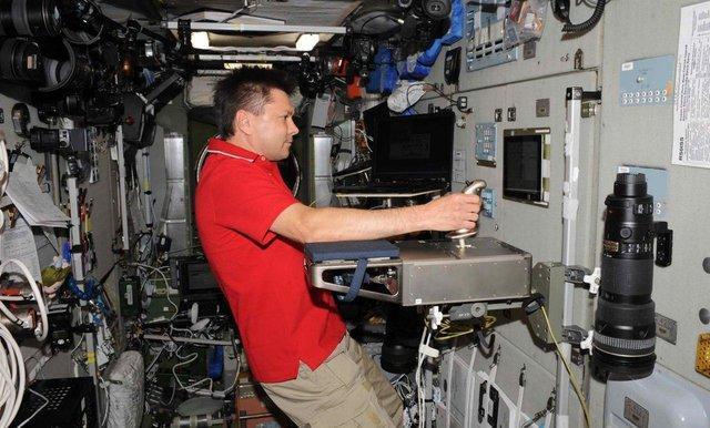 آموزش فضانورد روس برای کار با ابزارهای جدید ایستگاه فضایی بین المللی