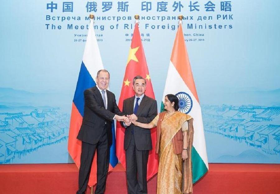 نشست وزرای خارجه چین، روسیه و هند برگزار گردید