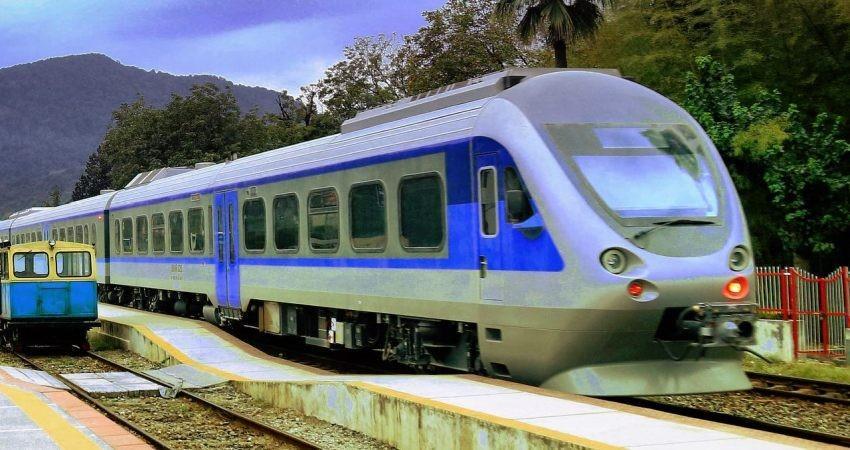 قطار گردشگری لرستان روی ریل