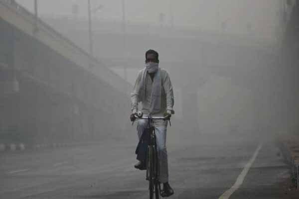 بازگشایی مدارس در پایتخت هند پس از کاهش اندک آلودگی هوا