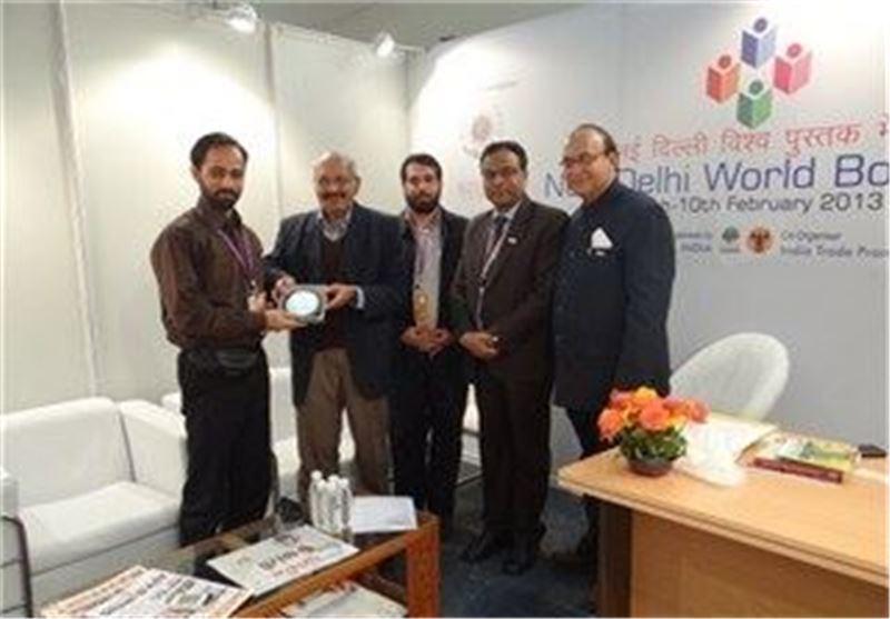 اعطای نشان ویژه نمایشگاه کتاب هند به موسسه نمایشگاه های فرهنگی ایران