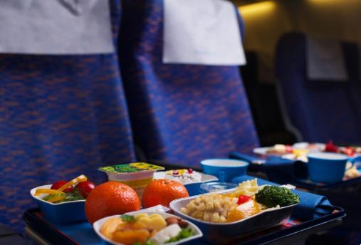 توصیه های تغذیه ای برای مبتلایان به آنفلوانزا، تاثیر مواد غذایی سرو شده در هواپیما بر سلامت جامعه