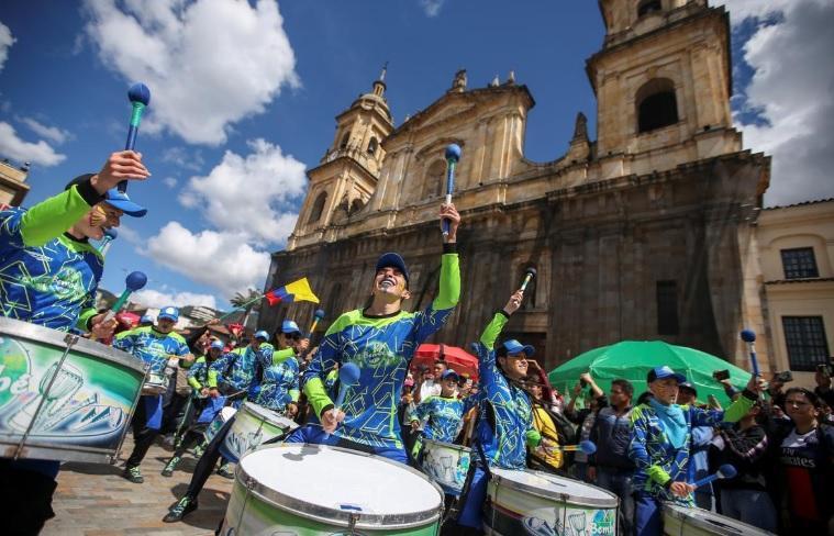 اعتراضات رنگ رنگ و رقصان کلمبیا (