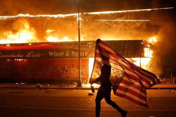 تجهیز کامل گارد ملی برای مقابله با معترضان در مینه سوتای آمریکا