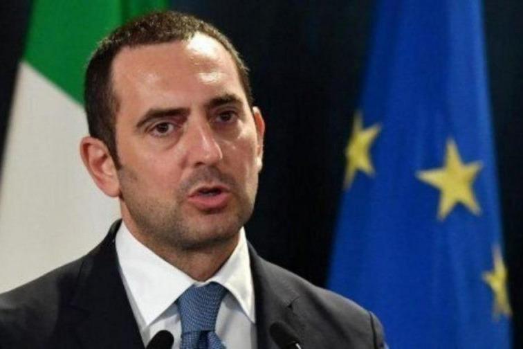 وزیر ورزش ایتالیا: فعلا حضور تماشاگران در استادیوم ها را فراموش کنید