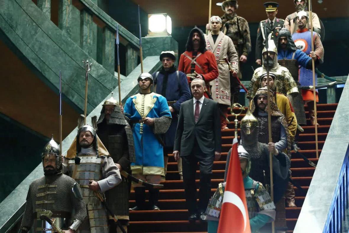 اردوغان به دنبال جنگ نظامی با ایران است؟ ، تله نوصفوی&zwnjگری مقابل نوعثمانی&zwnjگری!