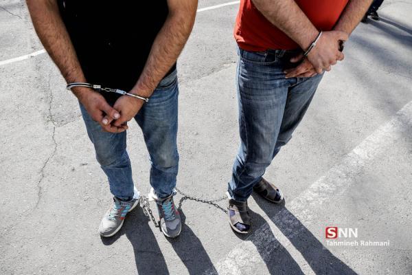 مأموران قلابی به بهانه بازداشت دزد فراری دست به سرقت زدند